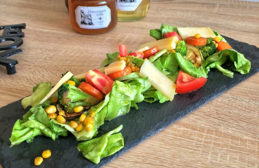 Obrok salata sa provolone sirom