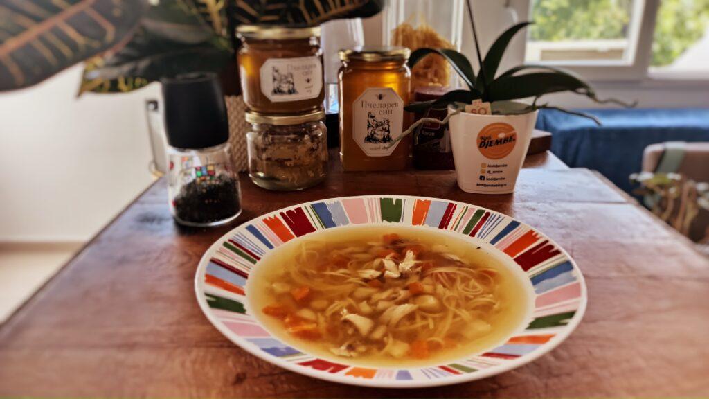 Bistra pileća supa na djembin način!